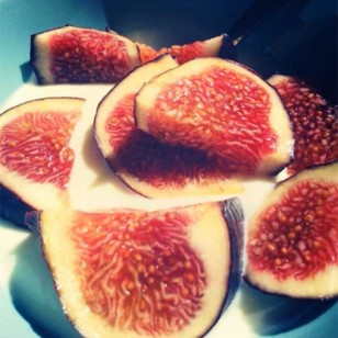 fig and yogurt snack