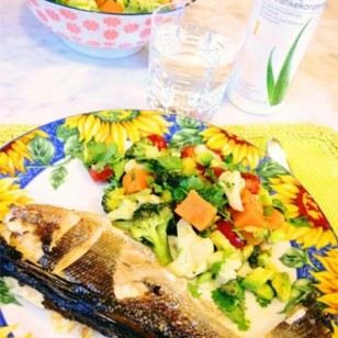Fresh sea bass with coriander leaves, avocado, broccoli, cauliflower, pumpkin, lemon and olive oil